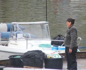Medarbejdende fiskerkone.